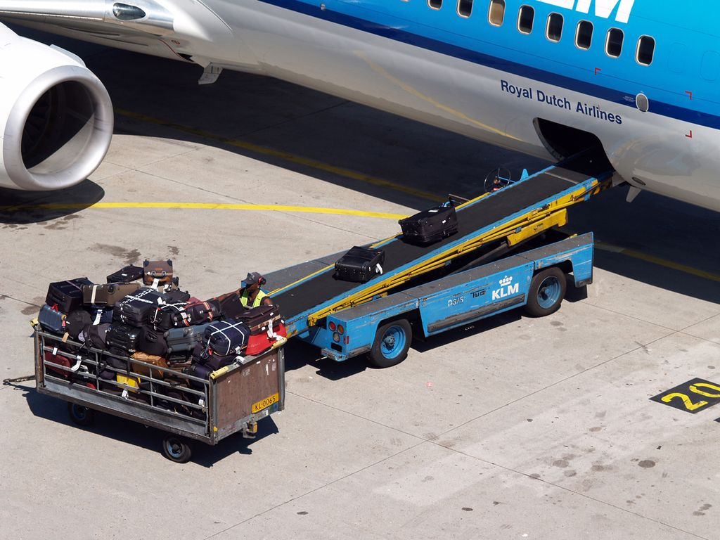 baggage_conveyer_belt